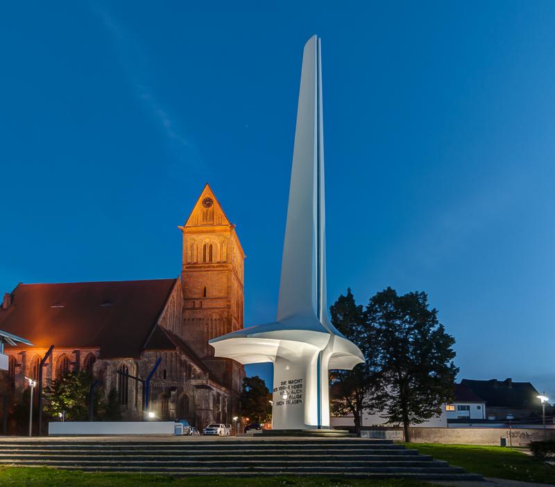 Otto-Lilienthal-Denkmal mit Marienkirche