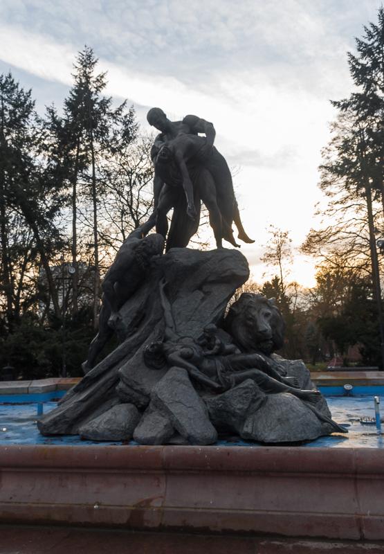 Heldenbrunnen
