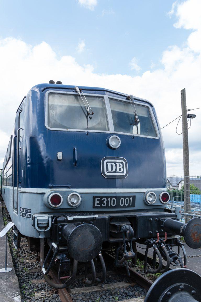 E10 in blau
